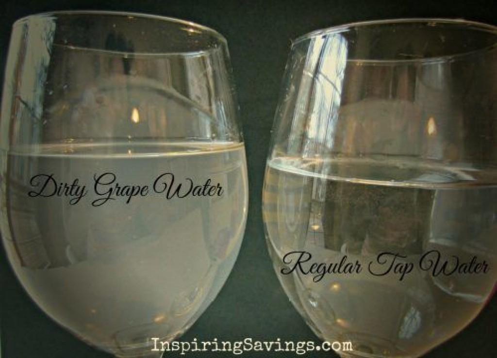 Dirty grape water difference between clean tap water - Clean And Prepare Fresh Grapes