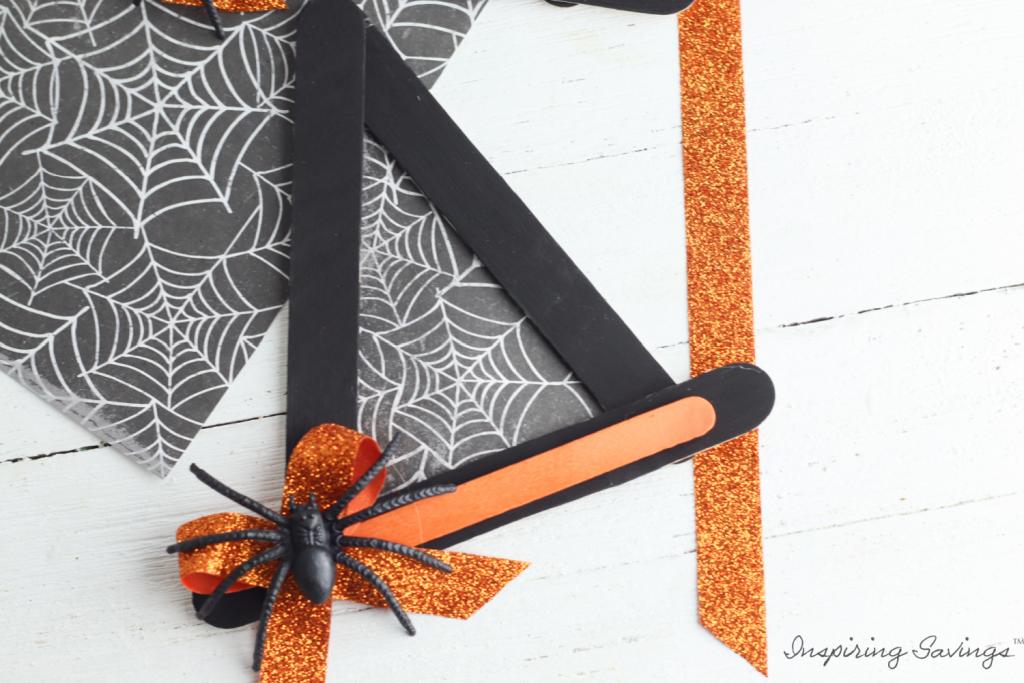 adding spider to witch hat craft
