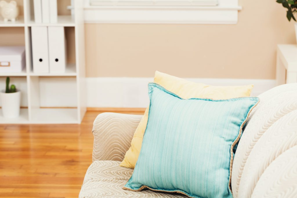 Clean living room - organizing your home - decluttering