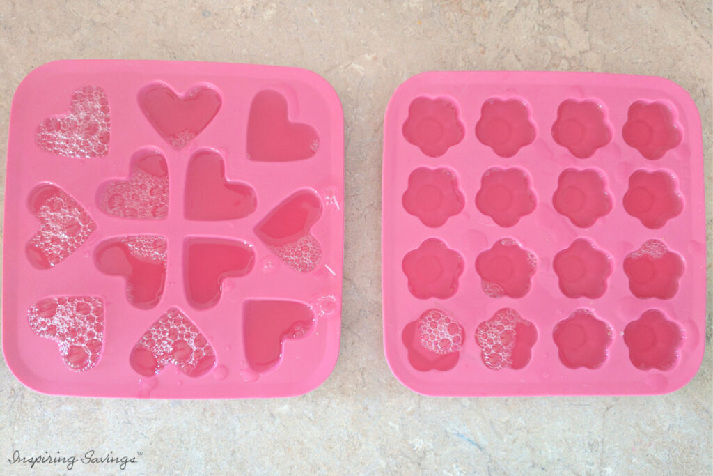 Making shower jelly in molds