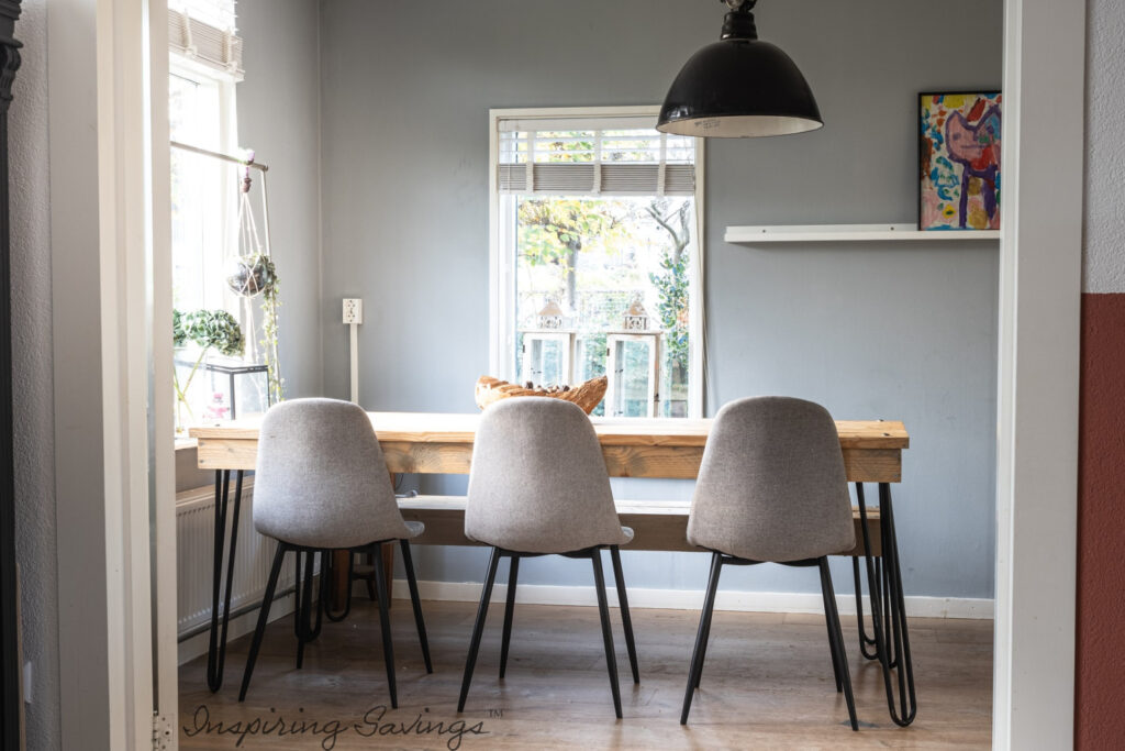 Clean dinning room - no clutter