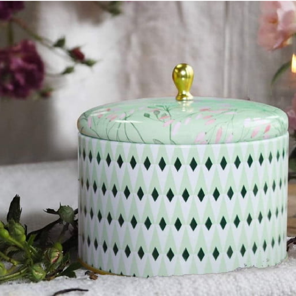 La Jolie Muse White Tea Scented Candle - Holiday Gift Guide
